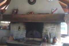 Four-à-pain-en-interieur-Hotte-bois