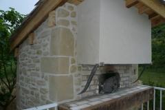 Four-à-pain-exterieur-support-de-Hotte-métalique-habillage-mur-pierres-et-briques-2