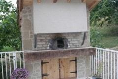 Four-à-pain-exterieur-support-de-Hotte-métalique-habillage-mur-pierres-et-briques