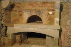 Four-à-pain-habillage-briques-et-support-hotte-en-pierre-de-taille